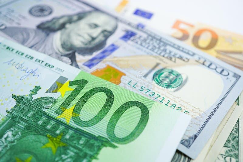 美元和欧元钞票背景:银行帐户,投资分析研究数据经济 库存图片