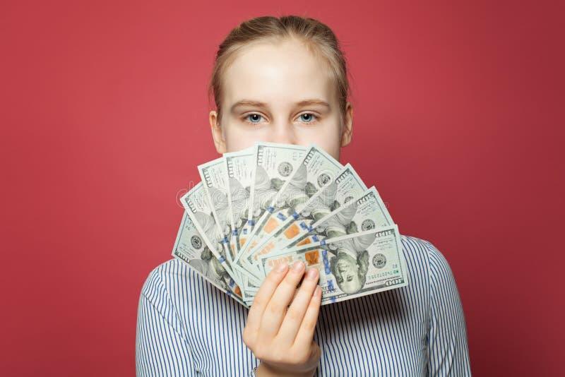 美元在俏丽的女孩的手上 免版税库存照片