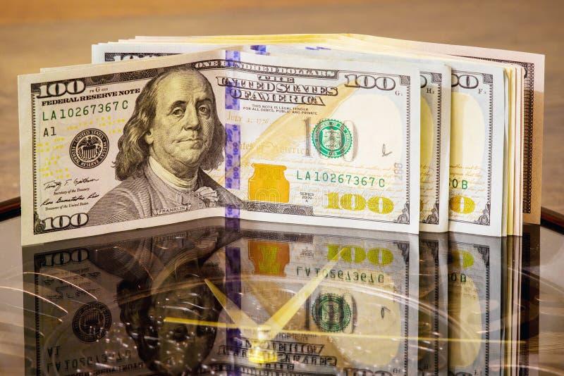 美元在大时钟说谎 时刻挣钱 时间是money_ 免版税库存照片