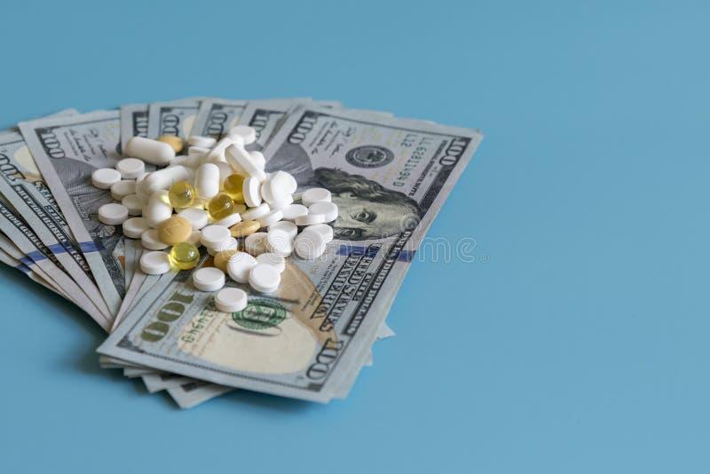 美元药片医学 在美元的处方医学高费用的工业制药概念的医疗保健的 库存照片