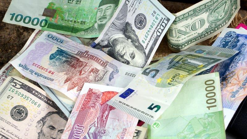 美元,韩语赢取了,欧洲票据和一些金融法案和钞票 库存照片