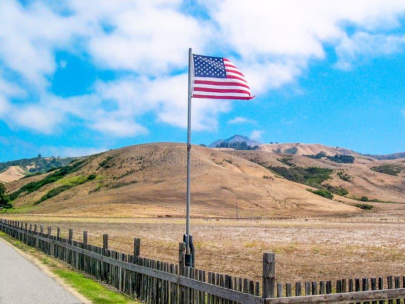 美利坚合众国旗子在乡下 库存照片