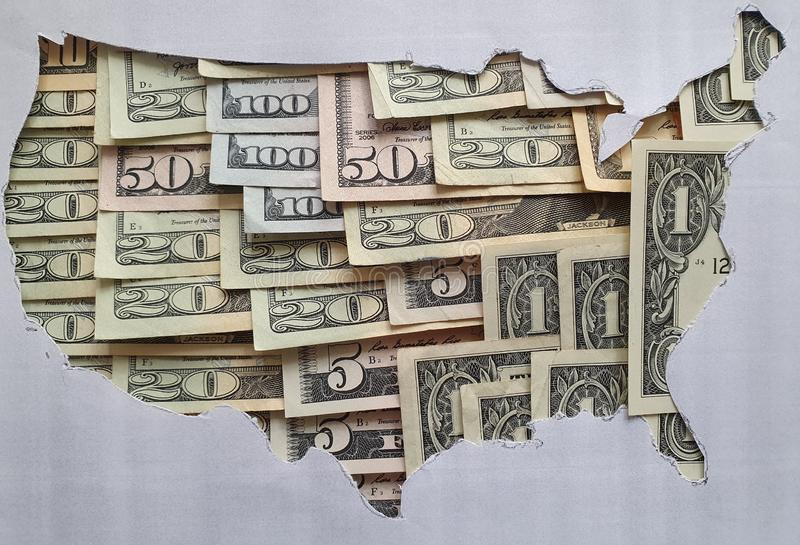 美利坚合众国的地图由美元票据和灰色背景组成。美利坚合众国的地图由美元票据和灰色背景、商ä 免版税库存照片