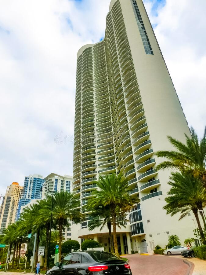 美利坚合众国迈阿密 — 2019年11月30日:迈阿密柯林斯大道的名酒店街 库存照片