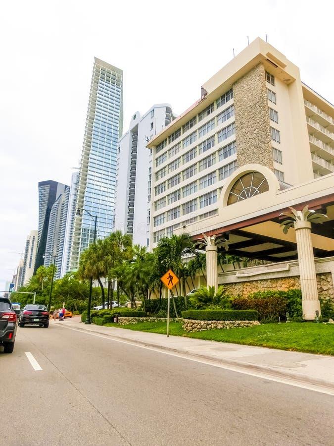 美利坚合众国迈阿密 — 2019年11月30日:迈阿密柯林斯大道的名酒店街 图库摄影