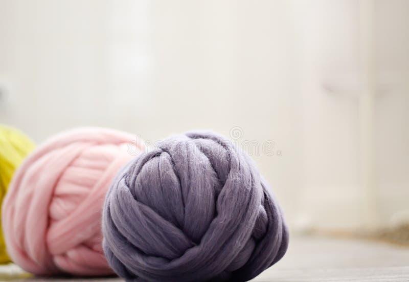 美利奴绵羊的羊毛毛线  免版税图库摄影