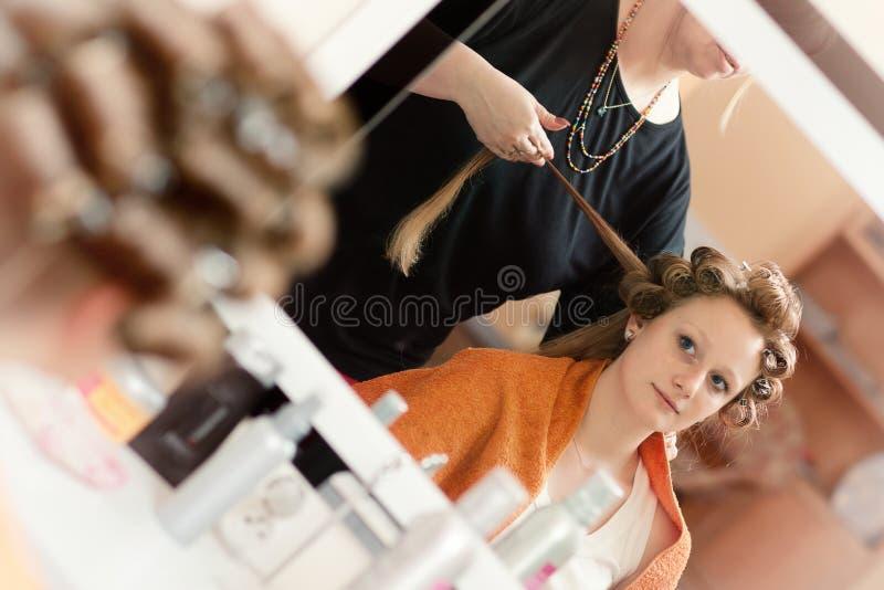 美发师的新娘 库存图片