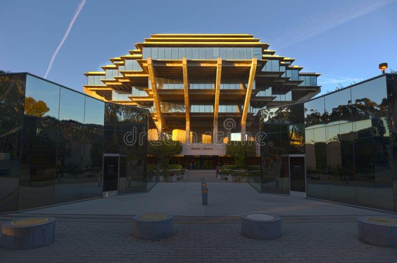 美国加利福尼亚大学圣地亚哥加州大学圣地亚哥分校校园的Geisel图书馆 免版税图库摄影