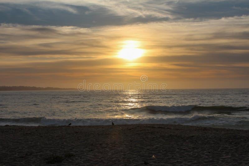 美国加利福尼亚州蒙特利县沙城的日落美景 库存图片