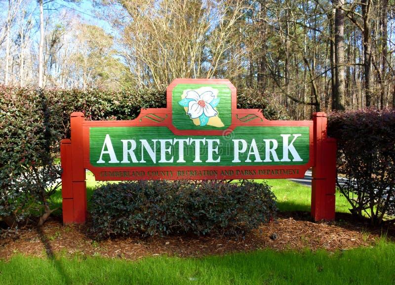美国北卡罗来纳州费耶特维尔的Arnette Park Sign 免版税库存图片
