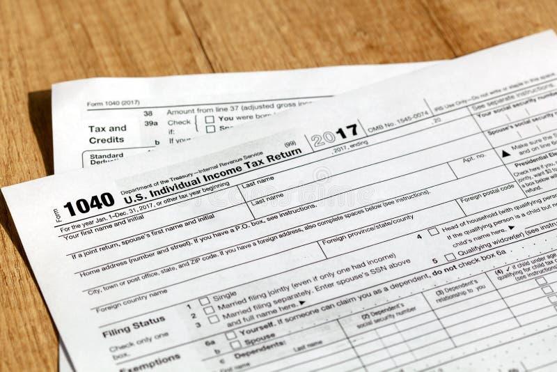 美国单独纳税申报的报税表1040 库存图片