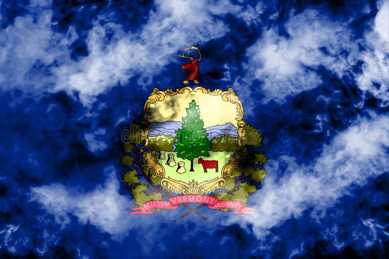 美国各州佛蒙特的国旗反对一股灰色烟的在不同颜色的独立的那天蓝色红色和 库存例证