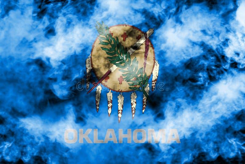 美国各州俄克拉何马的国旗反对一股灰色烟的在不同颜色的独立的那天蓝色红色和 皇族释放例证