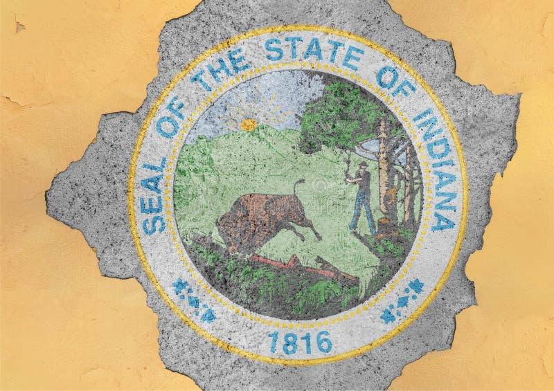 美国各州印第安纳在大具体破裂的孔和残破的墙壁的封印旗子 图库摄影