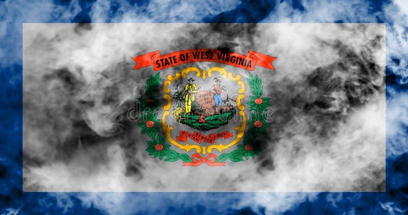 美国各州西维吉尼亚的国旗反对一股灰色烟的在蓝色红色不同颜色的独立的那天  库存例证