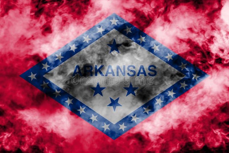 美国各州阿肯色的国旗反对一股灰色烟的在不同颜色的独立的那天蓝色红色和 向量例证