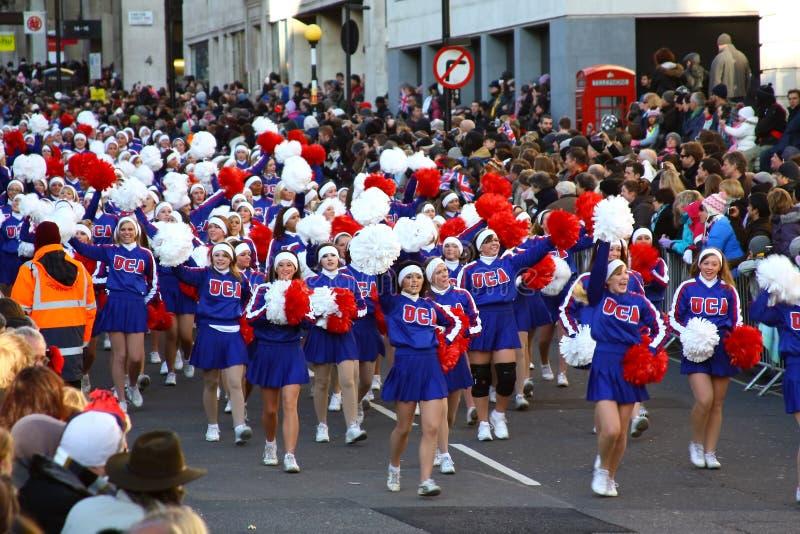 美国啦啦队员伦敦游行 免版税图库摄影