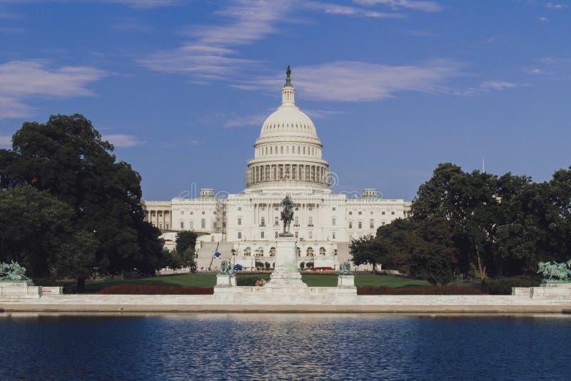 美国国会大厦大厦和伊利亚斯S 格兰特纪念品在华盛顿 免版税图库摄影