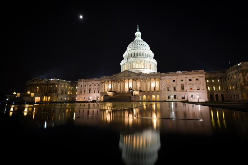 美国国会大厦大厦在晚上-华盛顿特区 库存照片