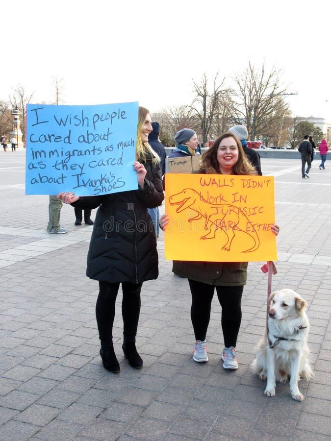 美国国会大厦的妇女抗议者 免版税库存图片