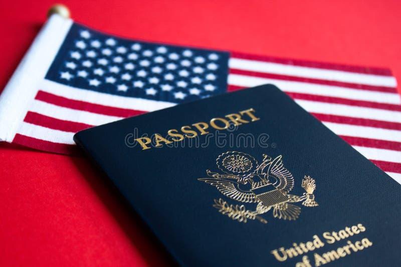 美国国旗和护照 库存图片