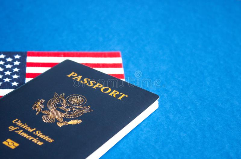 美国国旗和护照 免版税库存照片