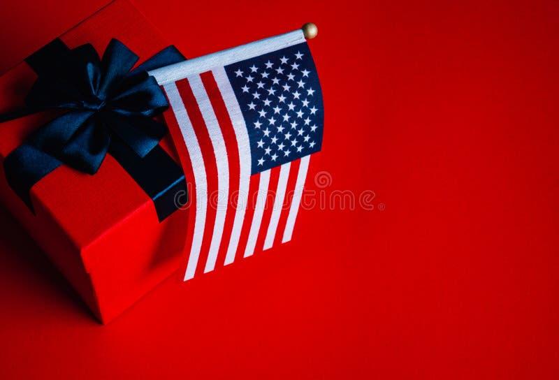 美国国旗和礼物盒 免版税图库摄影