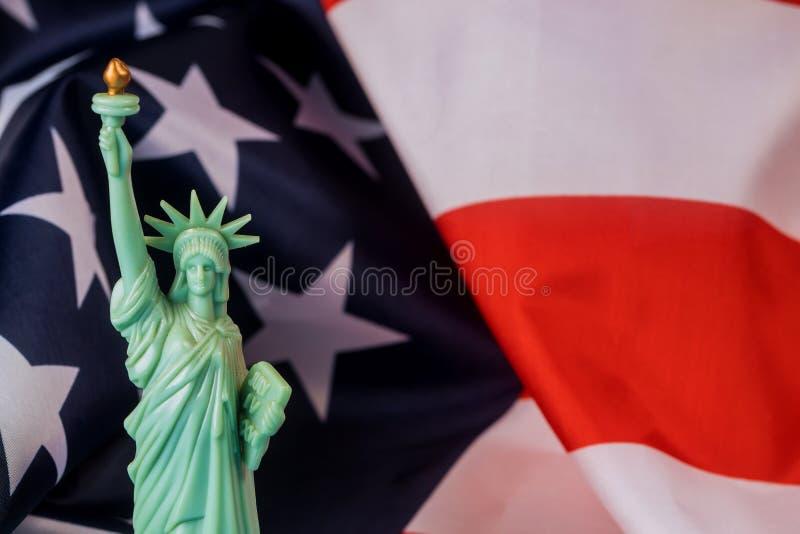 美国国旗和自由女神像为独立日 库存照片