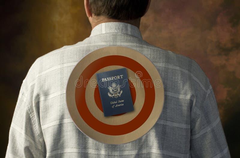 美国在人的后面的护照目标 库存图片