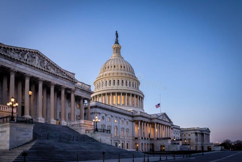 美国在日落的国会大厦大厦-华盛顿特区,美国 库存照片