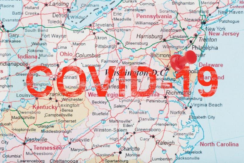 美国地图上的红色神职人员箭头,上面刻着COVID-19华盛顿南部和首都 免版税库存照片