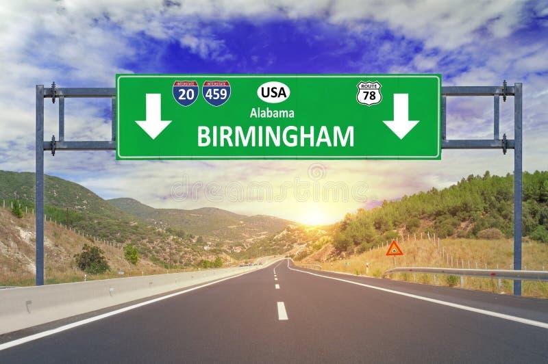 美国城市伯明翰在高速公路的路标 免版税图库摄影