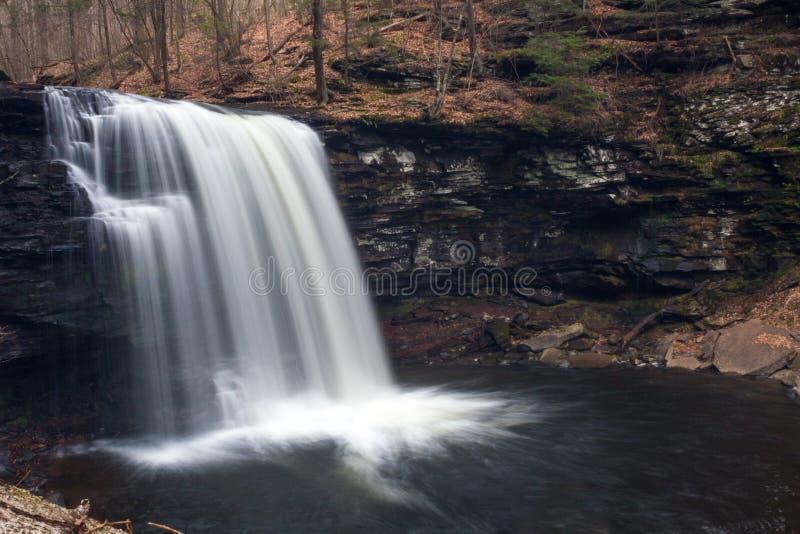 美国宾夕法尼亚州里基特格伦州立公园美丽的长曝光瀑布瀑布瀑布 图库摄影