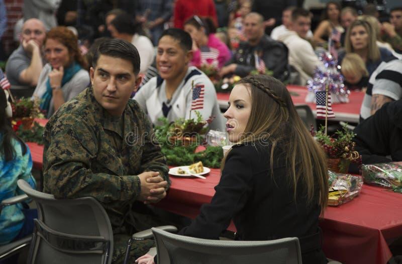 美国战士的圣诞晚餐在受伤的战士中心,彭德尔顿营,在圣地亚哥北部,加利福尼亚,美国 免版税库存照片
