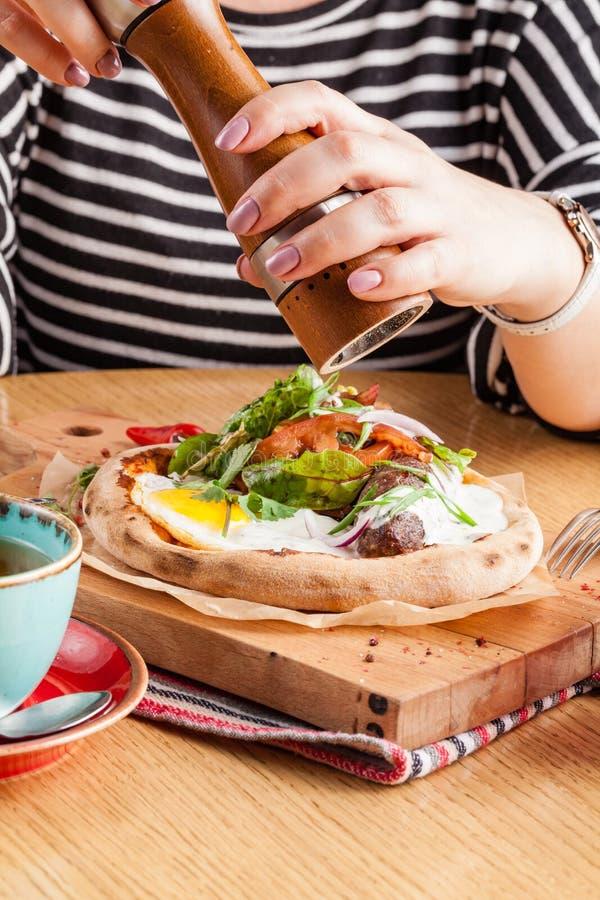 美国早餐香肠蛋火腿烟肉多士 免版税库存图片