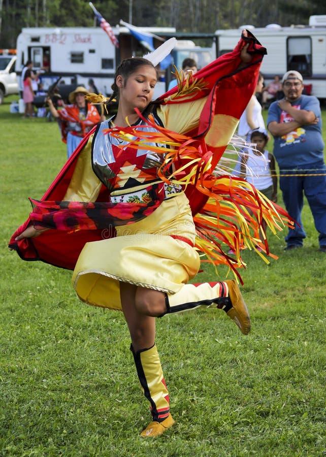 美国本地人加拿大的印第安人妇女舞蹈家 免版税库存照片