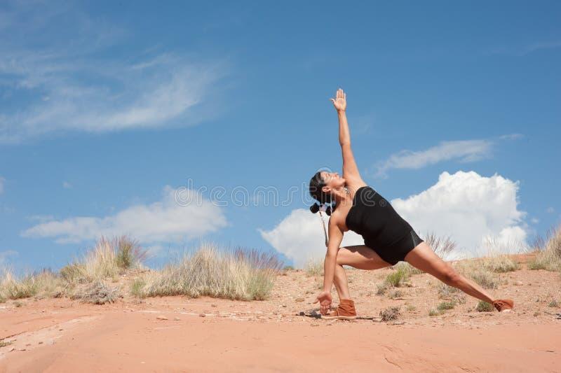 美国本地人瑜伽妇女 库存图片