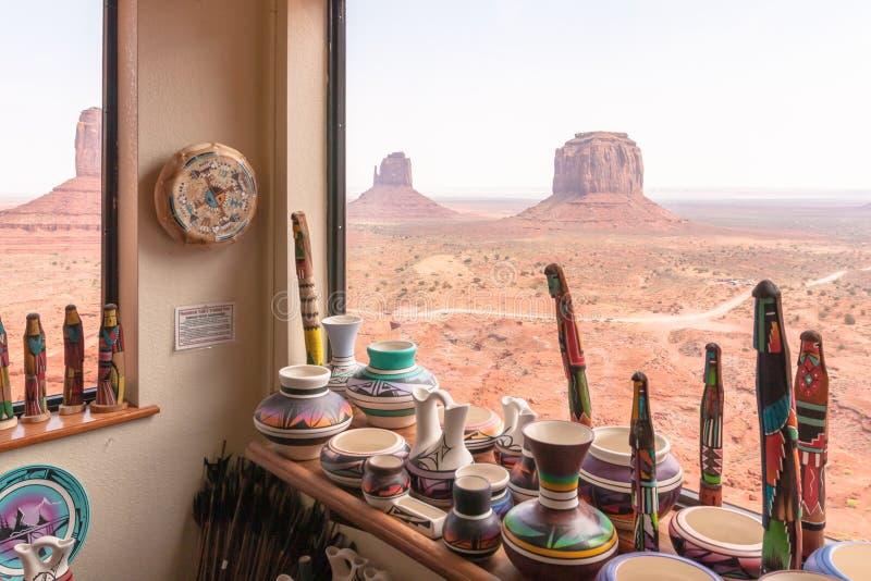 美国本地人艺术和工艺在纪念碑谷 免版税图库摄影
