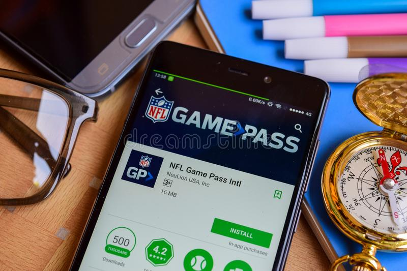 美国橄榄球联盟赛通行证在智能手机屏幕上的Intl dev app 免版税图库摄影