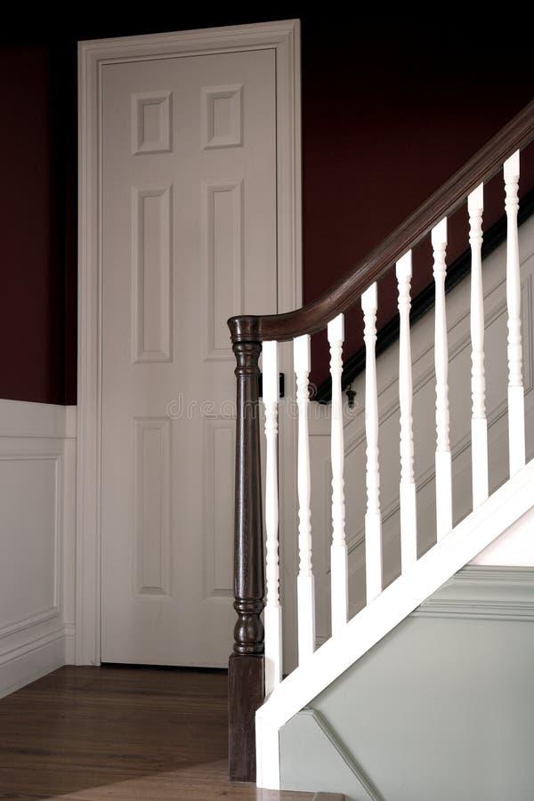 美国殖民地房子内部楼梯样式 库存照片