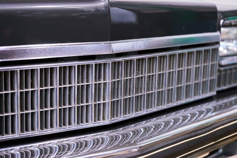美国汽车陈列gal葡萄酒 车灯和格栅特写镜头  库存照片