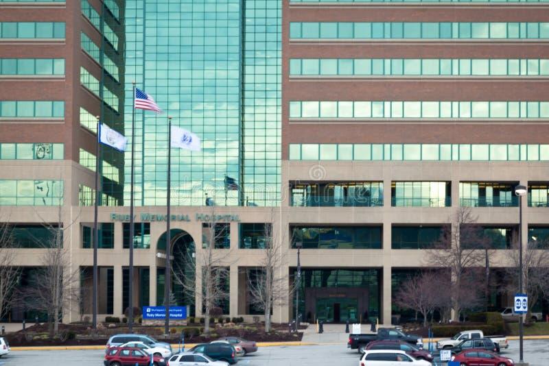 美国沃尔沃州莫甘敦 — 2012年1月28日:鲁比医院正门 免版税图库摄影