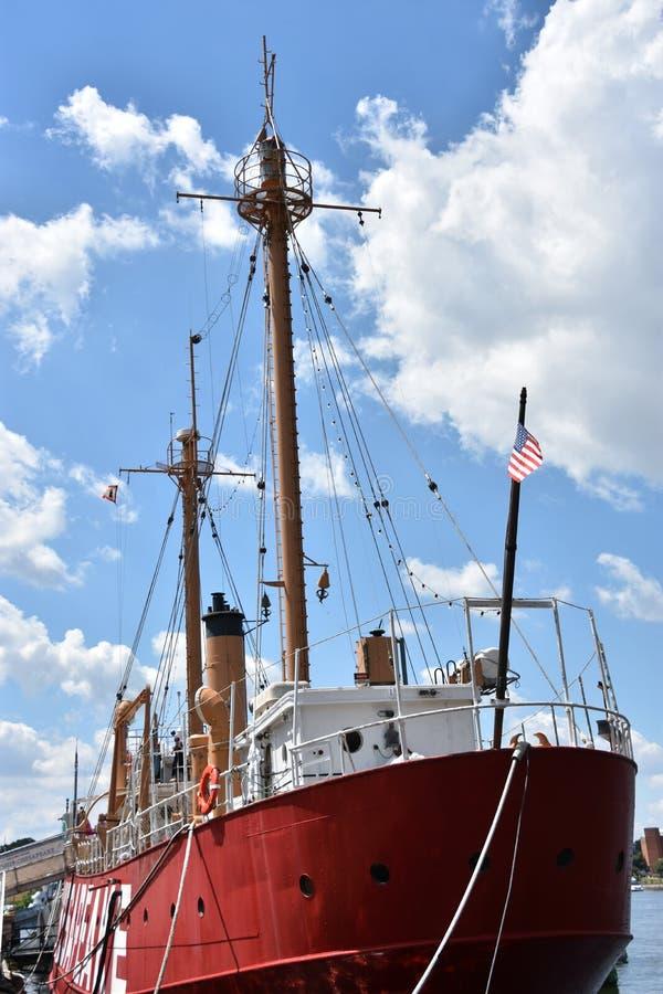 美国灯塔船切塞皮克犬LV-116在巴尔的摩,马里兰 免版税库存图片