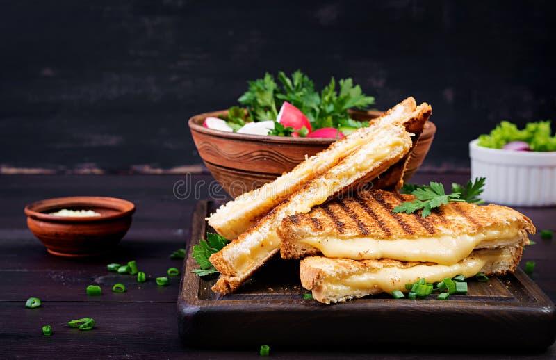 美国热的乳酪三明治 自创烤乳酪三明治 免版税库存照片