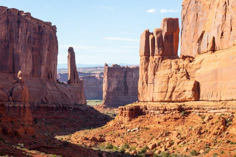美国犹他州东部Arches国家公园、Pleature Arch、La Sal Mountains、Banced Rock、旅游、旅游 免版税库存图片