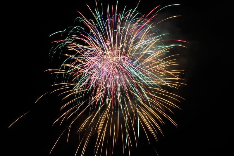 美国独立纪念日烟花在晚上 图库摄影