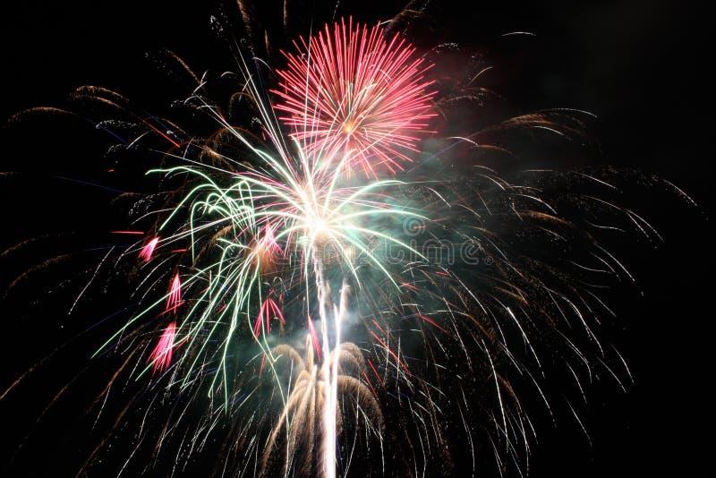 美国独立纪念日烟花在晚上 免版税库存图片