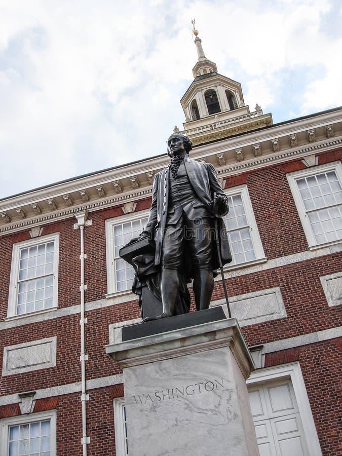 美国独立纪念馆、费城、宾夕法尼亚、美国、大厦和雕象 免版税图库摄影
