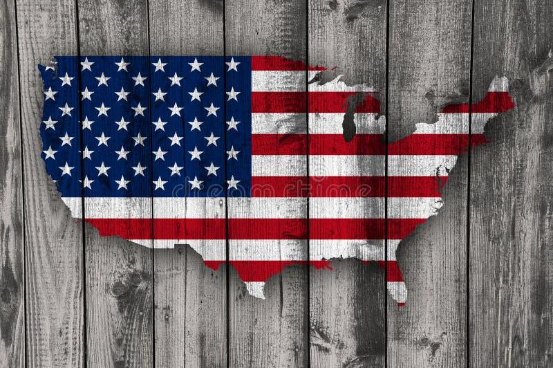 美国的地图和旗子被风化的木头的 免版税图库摄影