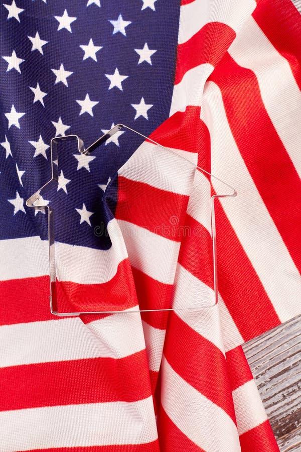美国的旗子和金属安置形状的形式 库存图片
